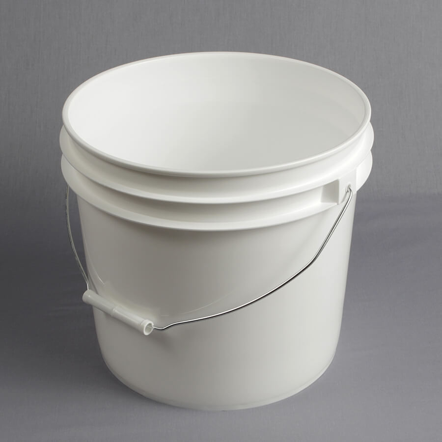 3 1 2 Gallon White Pail W Metal Handle P032